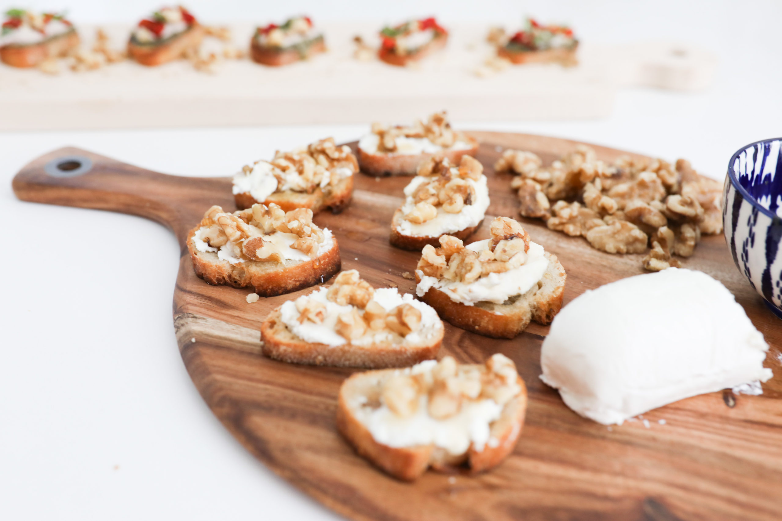 goat cheese walnut crostini